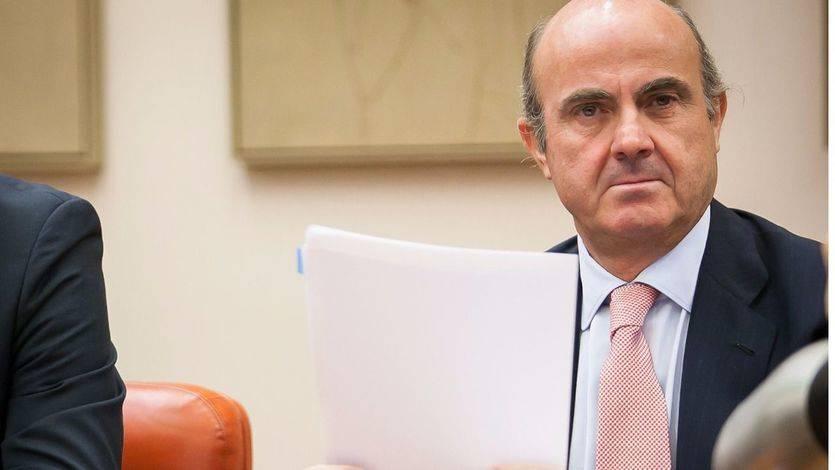 Las 'mentiras' y contradicciones de De Guindos a la hora de explicar el 'caso Soria'