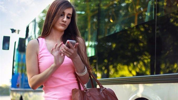 ¿Cargar el móvil con el vestido?