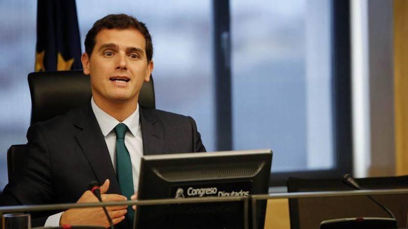 Rivera critica la actitud de Rajoy en los últimos escándalos pero mantiene la posibilidad de apoyarle