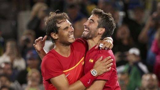 Rafa Nadal y Marc López consiguen en dobles el punto que devuelve a España al Grupo Mundial de la Davis