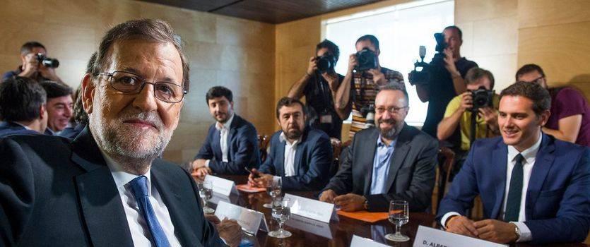 >> 'Mariano Rajoy es el único candidato que existe para el PP y para el Gobierno'. De Guindos responde por su 'jefe' a las indirectas