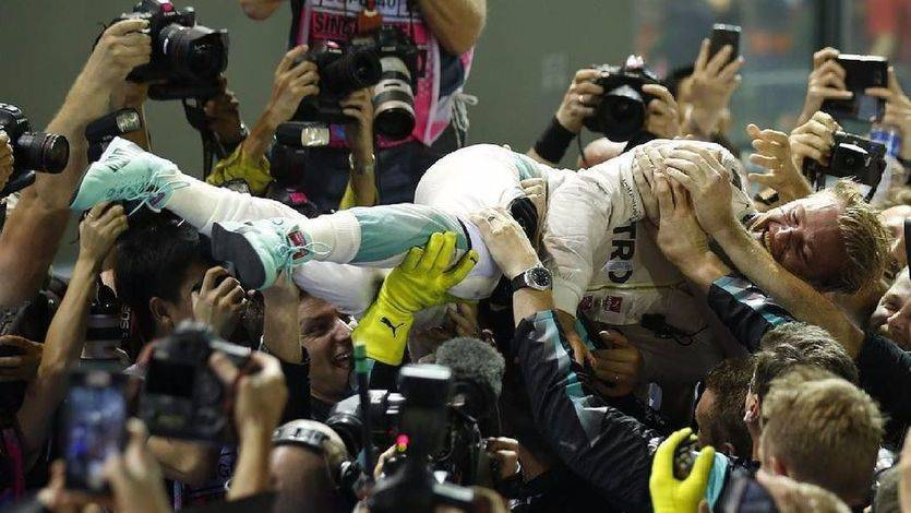 Rosberg celebra su triunfo en Singapur