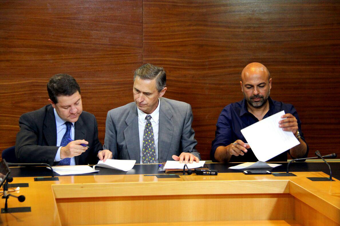 Page y Molina sellan su acuerdo ante notario con aspiraciones de