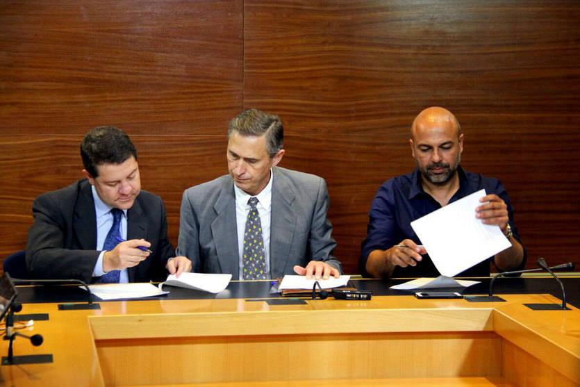Page y Molina sellan su acuerdo ante notario con aspiraciones de 'permanencia' en el tiempo