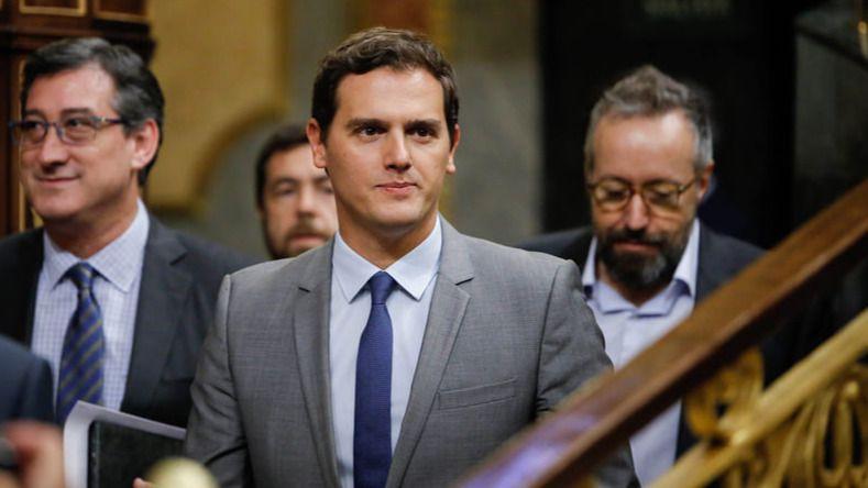 Rivera pide a PP y PSOE que busquen evitar las elecciones además de negociar sobre economía