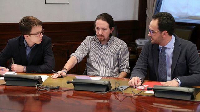 Errejón discrepa con Iglesias sobre la posibilidad de no entrar en un Gobierno del PSOE