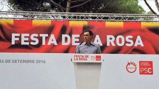 Sánchez se refugia en la Fiesta de la Rosa del PSC entre gritos de