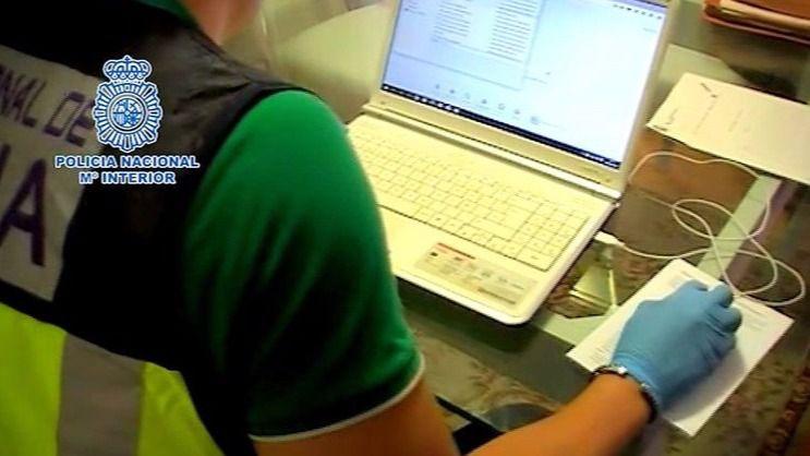 El 'ciberdepredador' de menores de Zaragoza tenía en su poder más de 6.000 números de teléfono