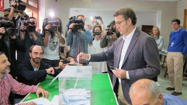 La participación cae casi tres puntos en el País Vasco y se mantiene en Galicia