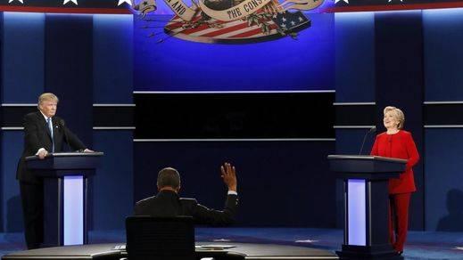 Hillary Clinton arrasa con argumentos en el debate a un fanfarrón Trump
