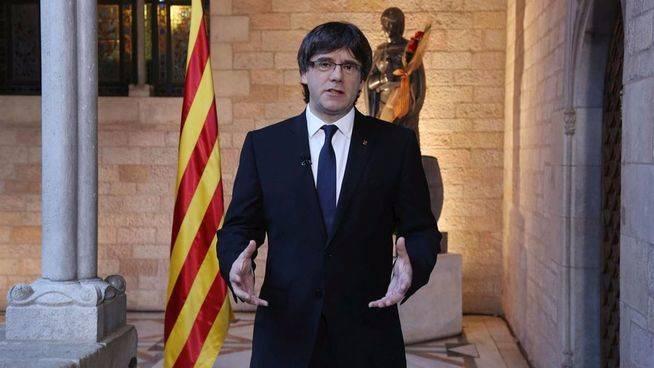 Puigdemont prepara ya el 'bombazo' para sobrevivir a la cuesti�n de confianza: �un refer�ndum unilateral?