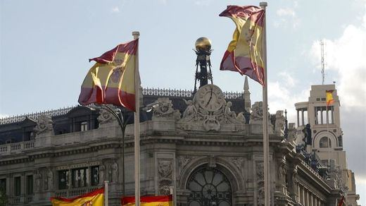 El Banco de España eleva 4 décimas el crecimiento para 2016 pese a no tener gobierno