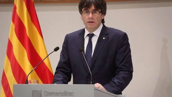 Puigdemont disfraza de legal un refer�ndum unilateral sobre la independencia de Catalu�a