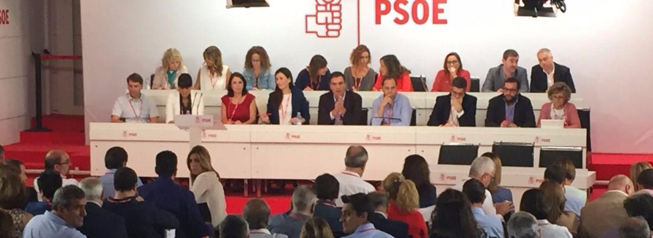 """Sánchez dimite apelando al """"orgullo de ser militante socialista"""""""