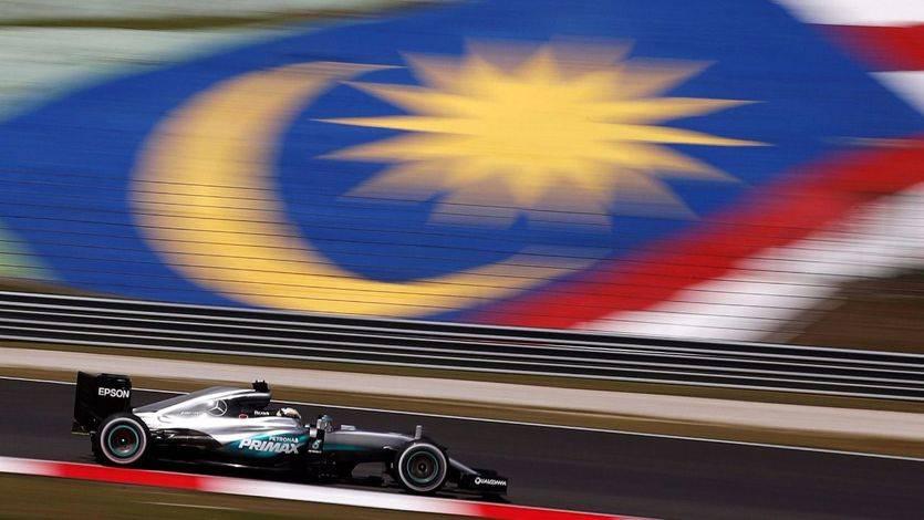 Hamilton vuela en Sepang y Alonso buscará los puntos desde la última plaza