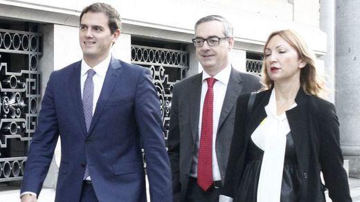 Rivera señala que el PSOE no puede mantener la negativa a Rajoy tras