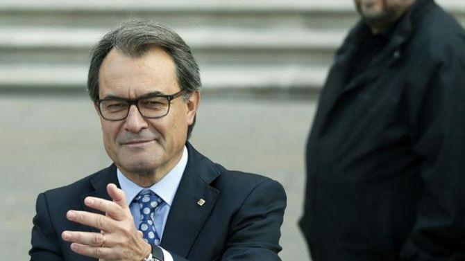 La Fiscalía pide 9 años de prisión para Artur Mas por la consulta soberanista de 2014 y advierte así a Puigdemont