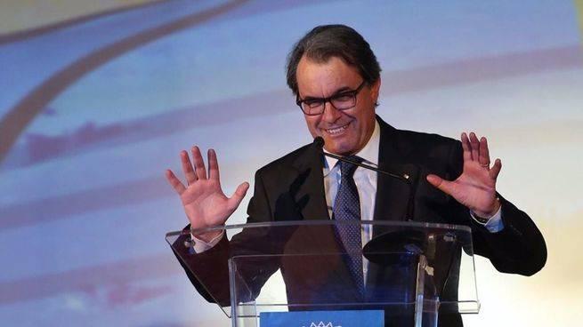 Artur Mas acusa al Gobierno de mover los hilos de la Fiscal�a como arma pol�tica y antidemocr�tica