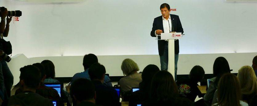 Javier Fernández, con quien está encantado Rajoy, comenzará a dar indicaciones a los diputados del PSOE