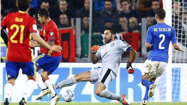 Buffon no despeja el balón en la jugada del gol de Vitolo