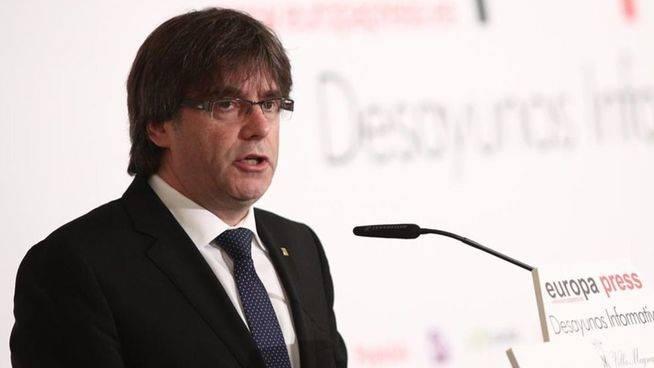 Puigdemont, en Madrid, invita al Gobierno a pactar fecha y pregunta del refer�ndum