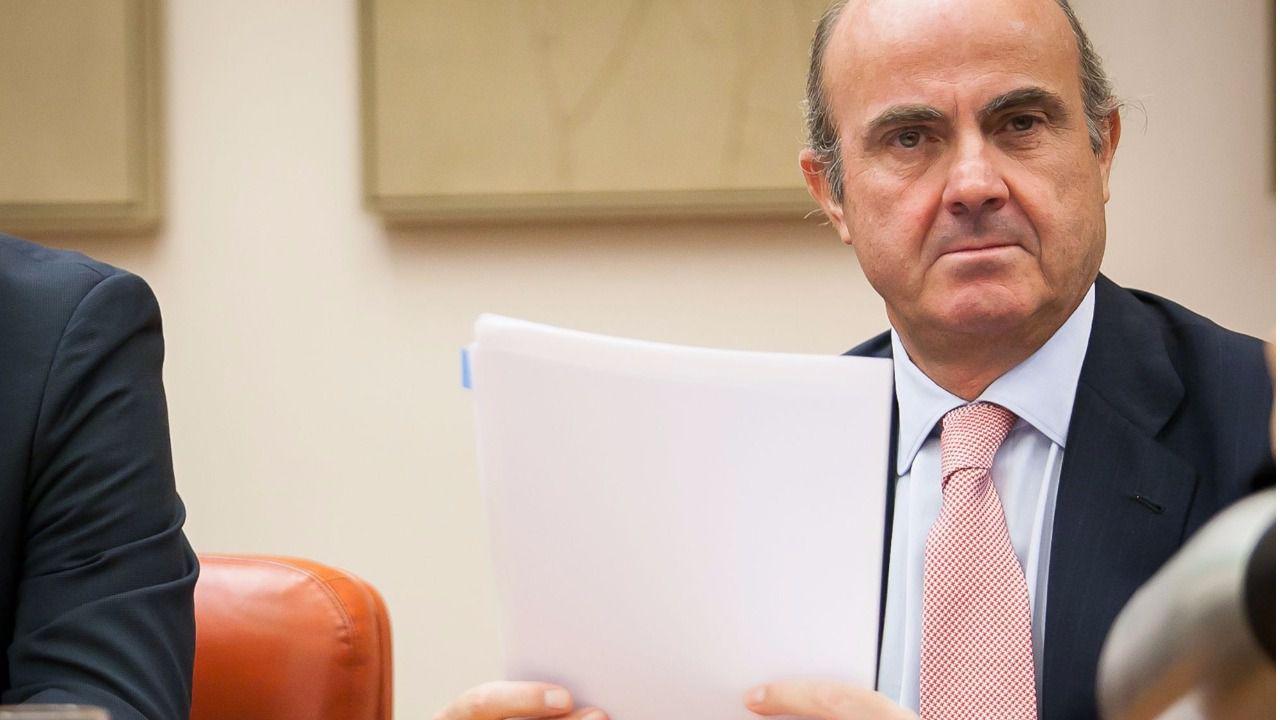 Guindos llevará a Bruselas un 'borrador' de Presupuestos pese a estar en funciones