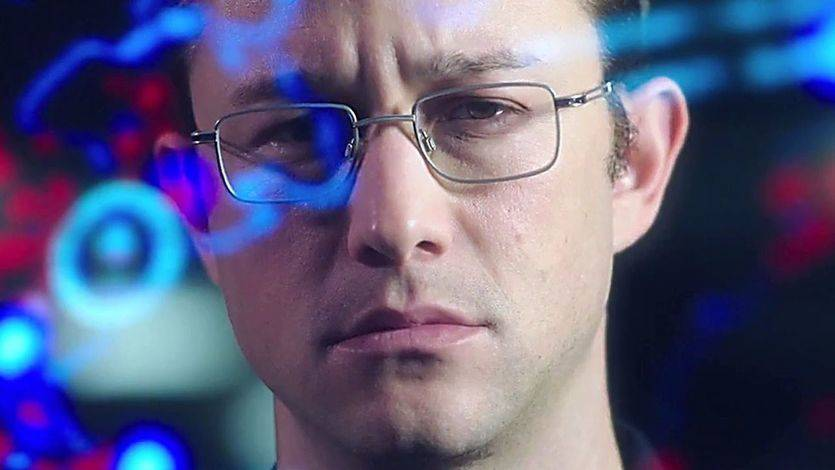 'Snowden': Oliver Stone lanza un misil empaquetado como película para toda la familia