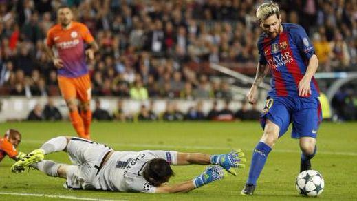 Champions: Messi no tiene piedad: con un triplete al City, humilla a su 'padre' Guardiola (4-0)
