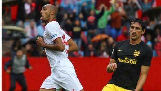 El Atlético naufraga ante un Sevilla más intenso: pierde el partido y la cabeza... de la Liga (1-0)