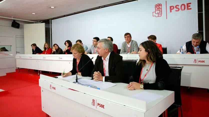Así está la situación en el PSOE: lo que votará cada región en la investidura