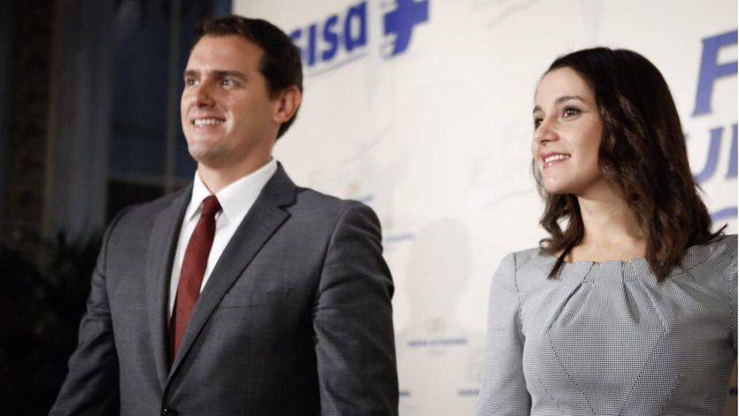 Rivera advierte a PSOE y Podemos que hacer oposición no es decir 'no' a todo