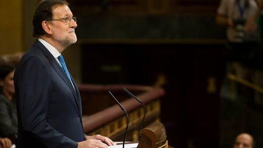 Rajoy avisa al PSOE de que con la abstención no basta y exige