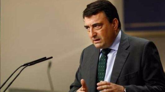 Rajoy y el PNV se ponen creativos con el refranero: 'Si quieres grano, Aitor, te dejaré mi tractor'