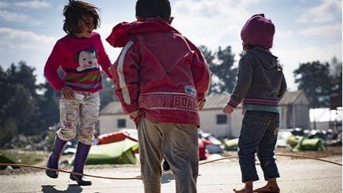 UNICEF denuncia que Francia está poniendo en bandeja de las mafias a los niños de la Jungla de Calais
