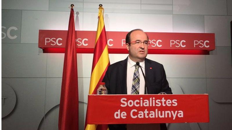 El PSC tira los tejos a Ada Colau en plena crisis matrimonial con el PSOE