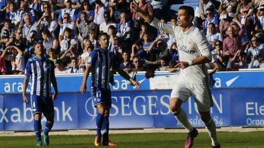 El Madrid remonta el susto inicial y acaba goleando al 'matagigantes' Alavés (1-4)
