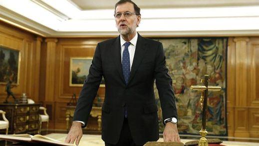 Rajoy jura el cargo de presidente más difícil de la reciente historia democrática de España