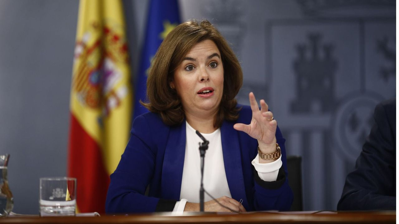 Sáenz de Santamaría repite como vicepresidenta, pero cambia la portavocía del Gobierno por el reto catalán