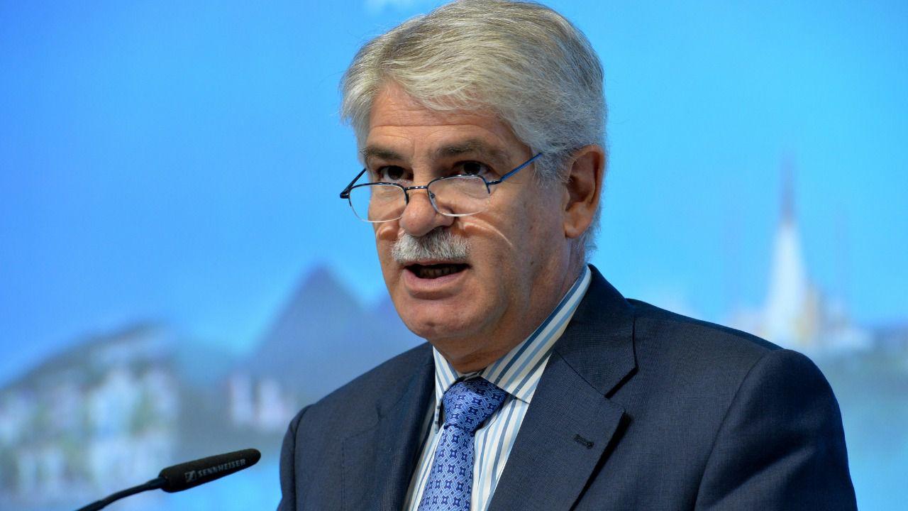 Alfonso dastis un diplom tico y experto en la ue para un for Oposiciones ministerio de exteriores