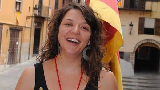 Detienen a una alcaldesa de la CUP por no retirar la bandera 'estelada' en el Ayuntamiento