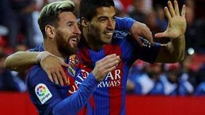La pegada de Messi y Suárez noquean a un Sevilla sin puntería que no mereció la derrota (1-2)