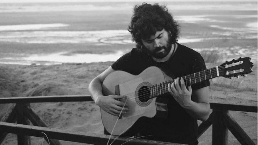 Chiki Lora, músico: 'España es un país único y algunos políticos lo último o lo penúltimo que les importa es la cultura'