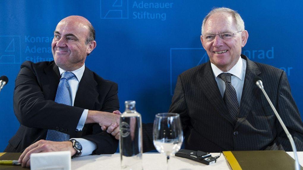 De Guindos, optimista en poder evitar las multas por el déficit ante el doble examen en Bruselas de nuestra economía