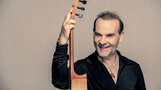 De guitarrista a guitarrista: Juan Carmona homenajea al maestro Paco de Lucía en su último disco
