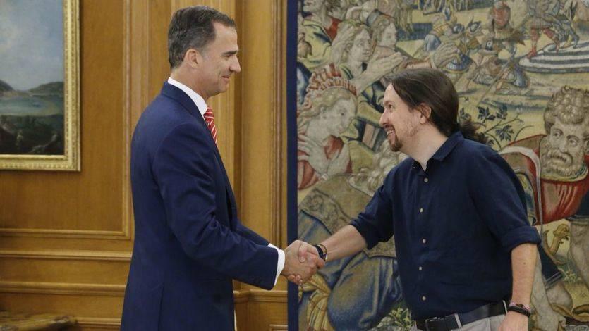 Felipe VI recibe a Pablo Iglesias en la Zarzuela en el marco de la ronda de contactos para la investidura