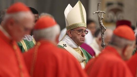 La 'BBC' destapa una conspiración contra el Papa, al que consideran un