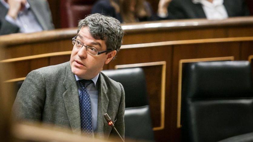 El nuevo ministro de Energía, Álvaro Nadal, en su primera sesión de control en el Congreso