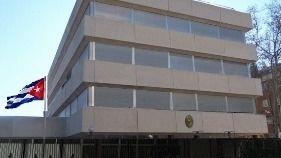 Partidarios y detractores de Fidel Castro se enfrentan ante la Embajada de Cuba en Madrid