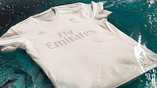¿Por qué fue totalmente blanca la camiseta del Real Madrid ante el Sporting?