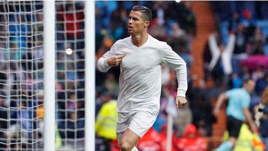 La lluvia complica al Madrid pero seguirá líder tras ganar sufriendo 2-1 al Sporting